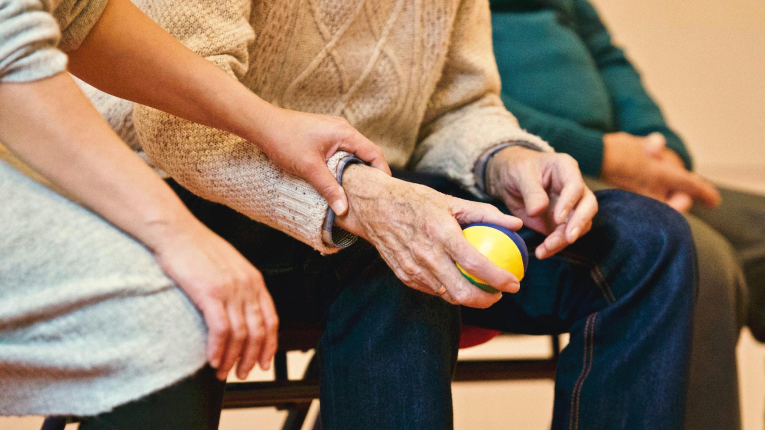 Eldre koronasyke diskrimineres - også mennesker som bor på sykehjem må få en individuell medisinskfaglig vurdering av behovet for sykehusinnleggelse